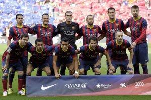 Futbalisti FC Barcelona pred zápasom s Atléticom.