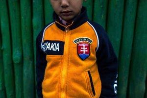 Každodenný život v osadeChlapec z osady v Kecerovciach, kde žije jedna z najpočetnejších rómskych komunít na Slovensku. Päť členov denníka SME strávilo týždeň v Kecerovciach, aby zistili, kde štát potrebuje pomôcť pri rómskych témach.