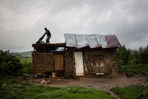 V osadách bývajú najmä v chatrčiach