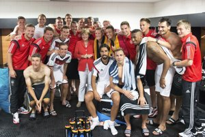 Po zápase s Portugalskom prišla nemecká kancelárka Angela Merkelová do šatne národného futbalového tímu.