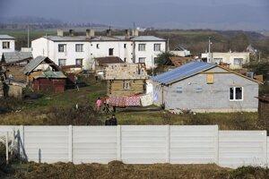 Segregačné múry a ploty na SlovenskuMúr v Ostrovanoch