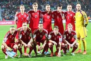 Hráči Luxemburska pózujú pred súbojom v Žiline s domácim Slovenskom.