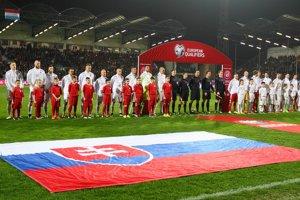 Národné tímy Slovenska a Luxemburska sú nastúpené na kvalifikačný zápas o postup na ME 2016 do Francúzska.
