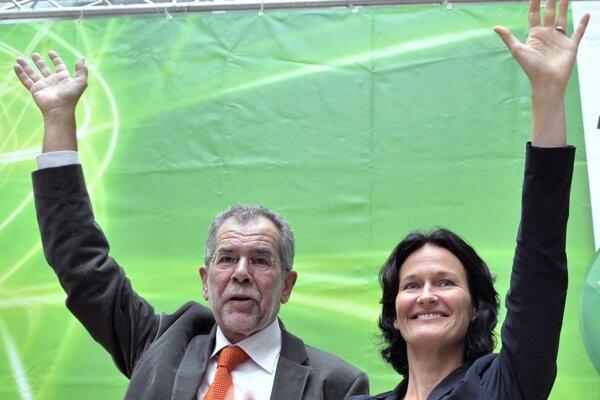 Líderka Zelených Eva Glawischnigová a jej stranícky kolega Alexander van der Bellen.