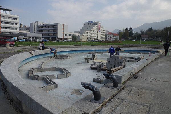 Druhú časť fontány už sa nepodarilo oživiť. Plány boli rôzne. čo tu nakoniec bude?