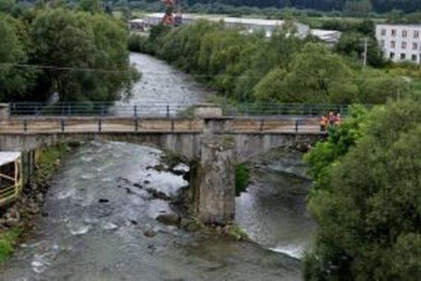 Práce na moste pokračujú podľa harmonogramu.