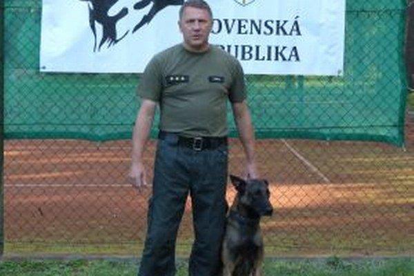 Žilinskému colnému úradu pomáha služobný pes Argo. Na súťažiach získal viacero ocenení.