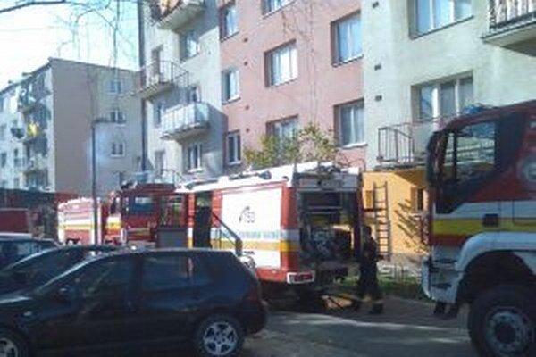 Pre čadčianskych hasičov, ktorých dnes pred desiatou hodinou privolali k požiaru bytu na Mierovej ulici v Čadci, sa naskytol otrasný pohľad.