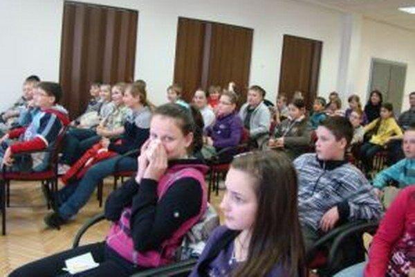 Päťdesiatročnú základnú školu v Turzovke – Bukovine, ktorá patrí medzi najväčšie v okrese Čadca, navštevuje takmer 650 žiakov.