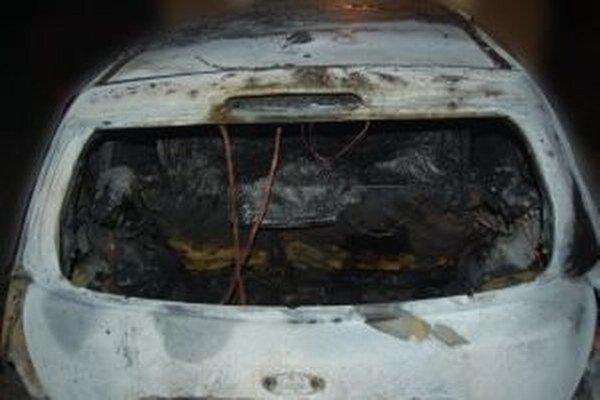 Zisťovateľ príčin požiarov nevylúčil cudzie zavinenie.