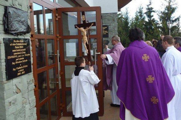 Bránu milosrdenstva na Živčákovej otvorili 13. decembra 2015.