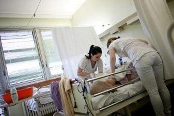 V župných nemocniciach podalo z celkového počtu 937 výpovede 23 sestier. Niektoré ich napokon stiahli.