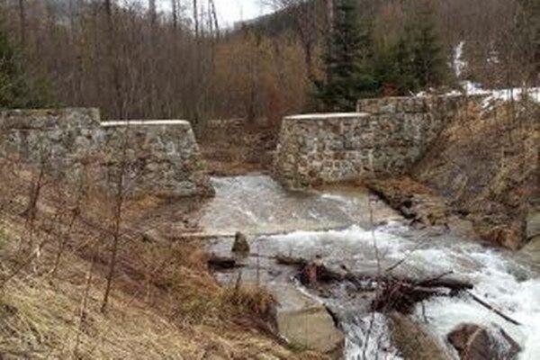 Kysuckí starostovia si takúto ochranu pred povodňami pochvaľujú.