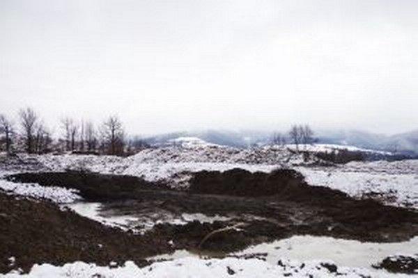 Zhruba 450 ton kalov pochádzajúcich z čističiek Severoslovenských vodárni a kanalizácií nikto z obce neodváža.