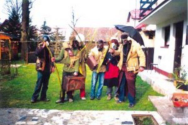 Po Starej Bystrici zvyknú chodiť na Veľkonočný pondelok opice.