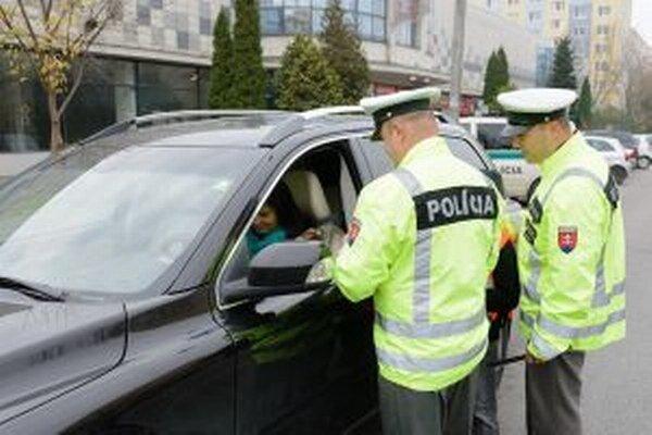 Dohľadu nad bezpečnosťou a plynulosťou cestnej premávky sa policajti venovali aj uplynulý týždeň.