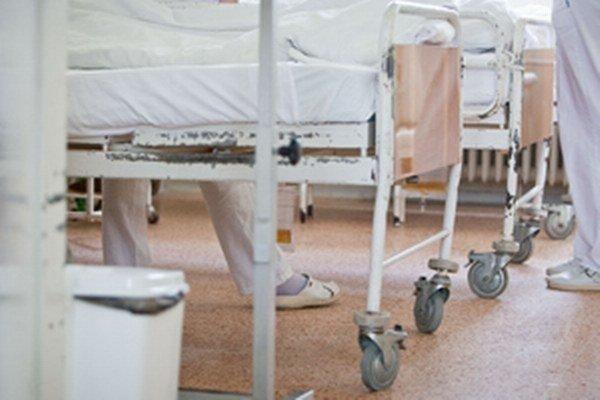 Muž, ktorý stratil pamäť, leží v rakúskej nemocnici.