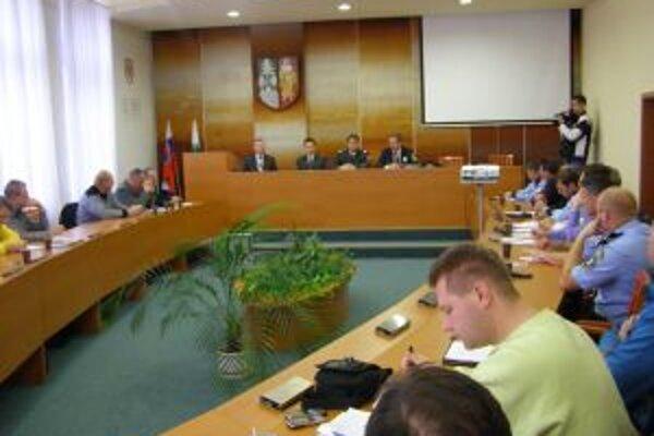 Na pracovnom stretnutí rozoberali otázky zvýšenia bezpečnosti obyvateľov aj sociálne zabezpečenie mestských a obecných policajtov.