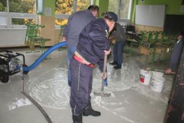 Škola v Klokočove rieši havarijnú situáciu. Tú  spôsobilo prasknuté vodovodné potrubie.