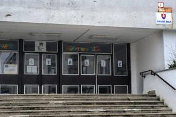 Dnes ostala väčšina škôl na Slovensku zatvorená.