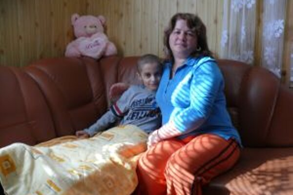 Filipko sa po náročnej operácii zotavuje v domácom prostredí.