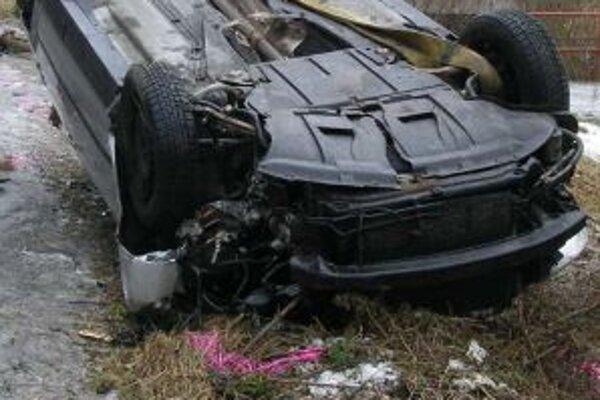 Nehoda v meste Čadca skončila ťažkým zranením vodiča.