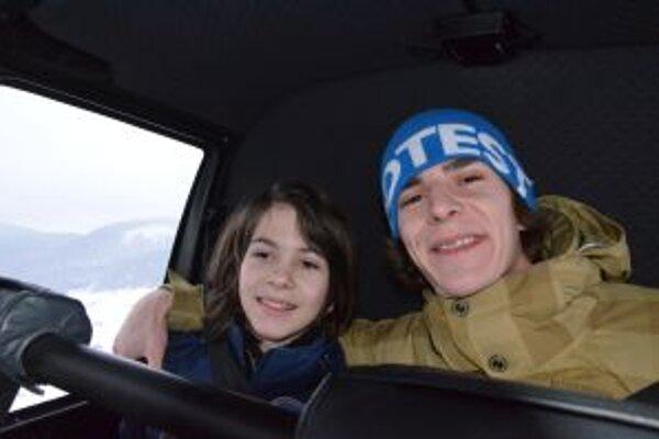 Obidvaja talentovaní Kysučania si užili let vrtuľníkom (na fotografii Aďo s Jozefom Pavlusíkom).