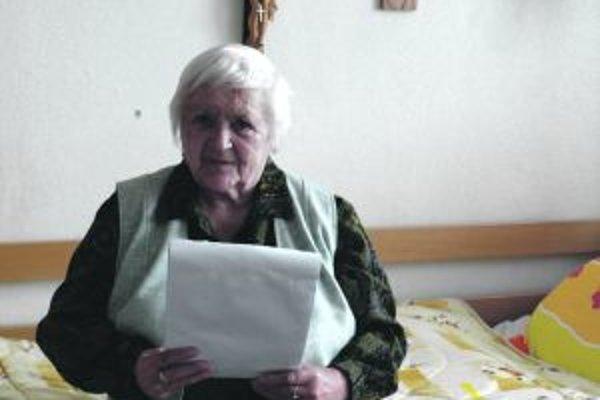 Pani Marta bola po ťažkom úraze v bezvedomí. Do domova ju priviezli imobilnú. Dnes chodí po vlastných a pomáha aj druhým.