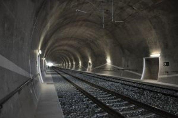 Kúsok za hranicami - v Mostoch u Jablunkova budú už čoskoro premávať prvé vlaky cez nový železničný tunel.