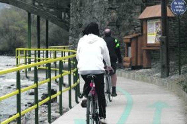 Cyklotrasa je v týchto dňoch hojne využívaná.