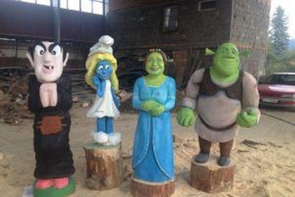 Populárne kreslené postavičky vyrobili z dreva umeleckí rezbári počas štvordňového sympózia, ktoré sa konalo v Čadci.