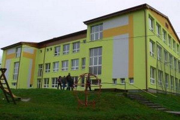 Práce na rekonštrukcii základnej školy budú v tomto roku pokračovať.