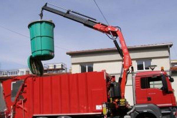 V roku  2009  začala Turzovka ako prvé mesto na Slovensku zbierať komunálny ako aj separovaný odpad do polopodzemných kontajnerov.