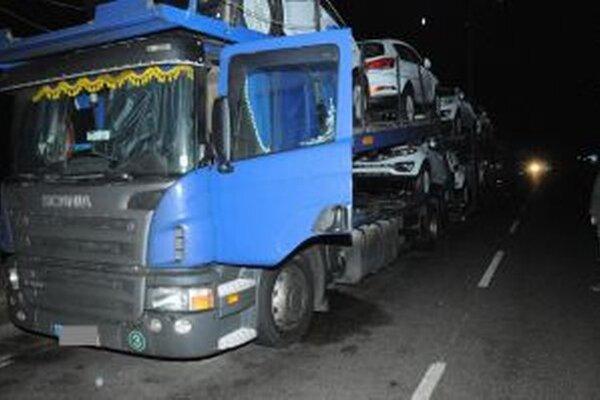 Zlodejov nafty z Kysúc chytili v Tepličke nad Váhom policajti priamo pri čine.