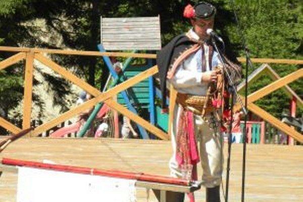Návštevníci kysuckého skanzenu sa budú môcť započúvať do tónov pastierskych hudobných nástrojov v podaní Martina Brxu z Turian.