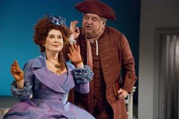 Viacrozmernú tragikomickú postavu  stvárnil len Marián Labuda, na snímke so Zuzanou Kocúrikovou.
