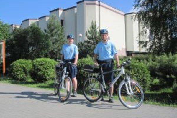 Po zmene legislatívy môžu príslušníci mestskej polície zasahovať aj v iných obciach.