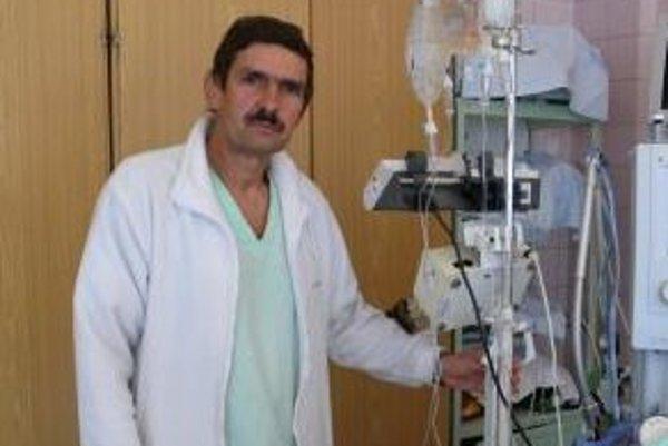 Primár oddelenia anestézie a intenzívnej medicíny Peter Szegy napokon výpoveď stiahol.