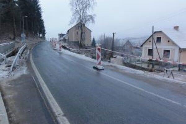 Práce na moste v Čiernom chcú cestári ukončiť do konca júna budúceho roka.
