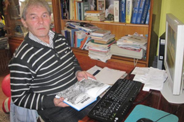 Ladislav Hrubý napísal prvú knihu pre mládež.