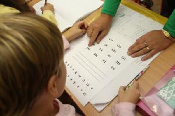 V septembri nastúpi do škôl menej prvákov ako minulé roky.
