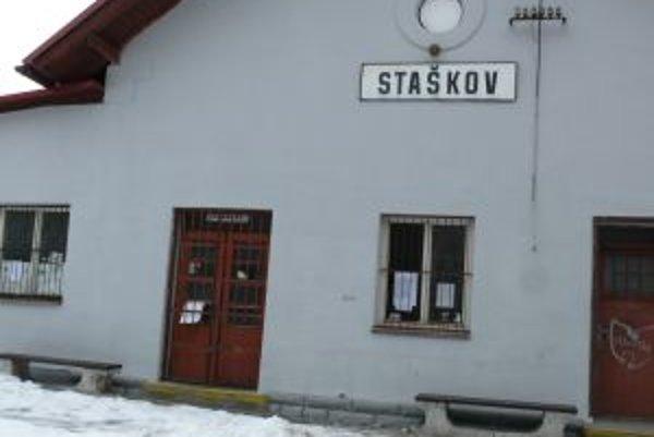 V Staškove sú takisto čakárne zastávok pre cestujúcu verejnosť zatvorené.