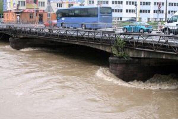 Takto vyzerá Kysuca pri povodniach. Vtedy je v nej vody najviac, no rýchlo sa aj stratí.