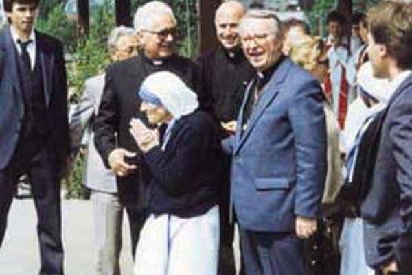 Matka Tereza prišla 14. mája 1990 do Čadce. Pozdravila mnohotisícový zástup ľudí.