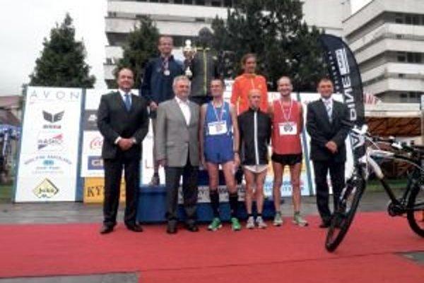 Africký bežec si okrem víťaznej prémie odniesol aj tú za stanovenie nového traťového rekordu.