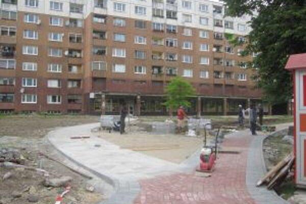 V Kysuckom Novom Meste rekonštruujú námestie.