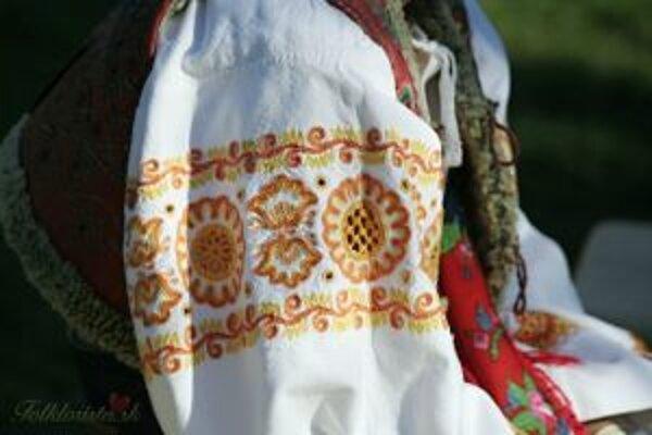 Ľudia môžu do zbierok darovať aj časti charakteristických odevov.
