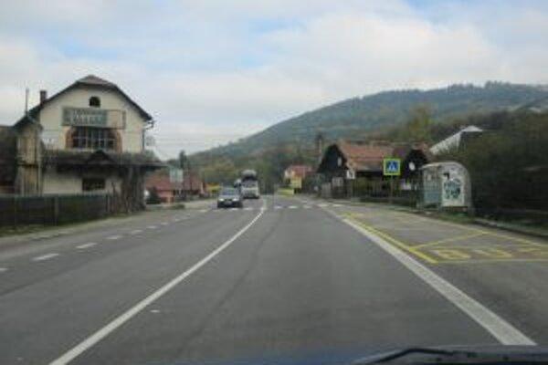 Na ceste došlo k viacerým vážnym dopravným nehodám.
