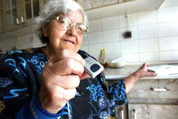 """Seniorom by v prípade ohrozenia mohol pomôcť """"elektronický strážca""""."""