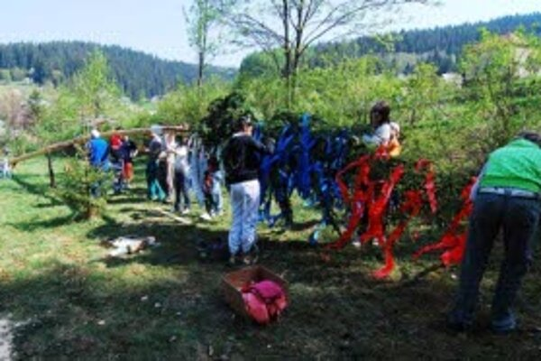 V časti Vyšný Kelčov postavili máj, ktorý má 36,8 metra.